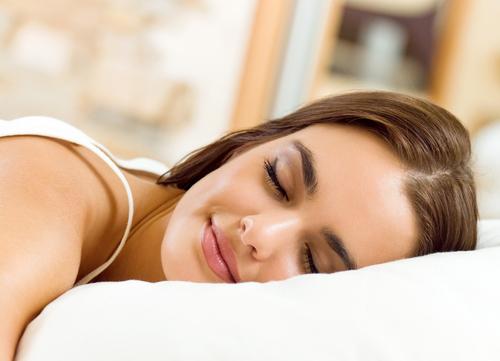 14 Remédios que o ajudarão a dormir mais fácil e melhor