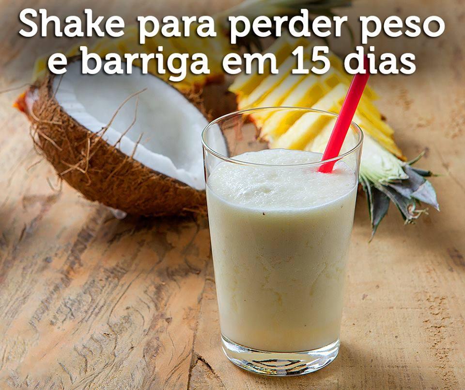 Shake Detox de abacaxi e coco