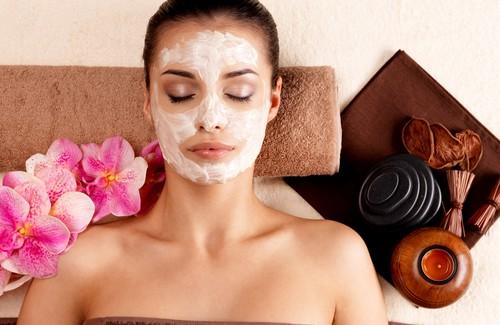 Limpeza de pele facial caseira com produtos naturais