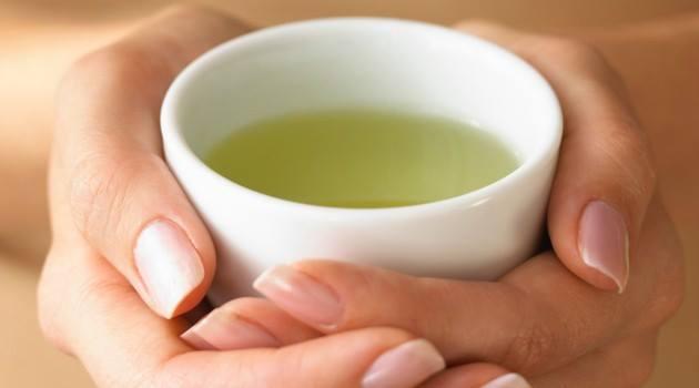 Chá de sálvia: desincha e alivia os sintomas da menopausa