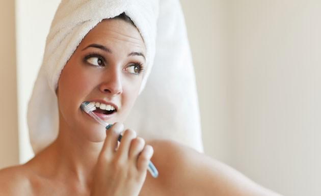 8 alimentos que deixam os dentes mais brancos