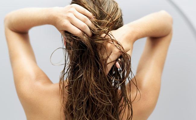 Como fazer o cabelo crescer cuidando o couro cabeludo?