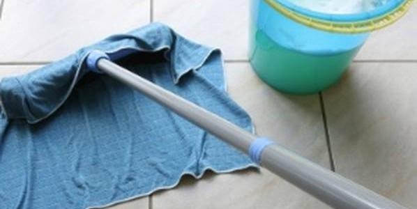 Limpa piso caseiro e perfumado