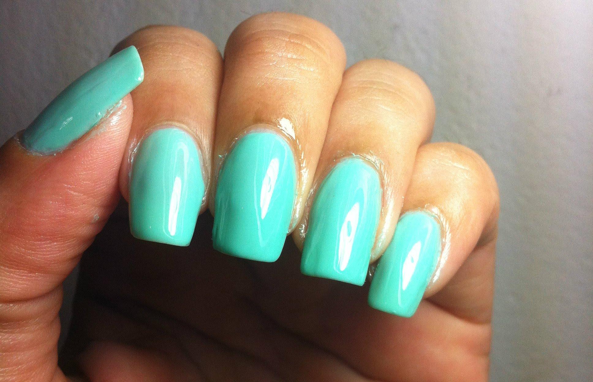 Como pintar as unhas sem borrar: truque simples e barato com vaselina