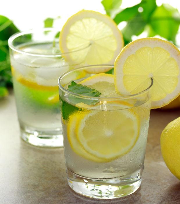 20 coisas que vão acontecer com seu corpo ao beber por 1 ano pela manhã água com limão