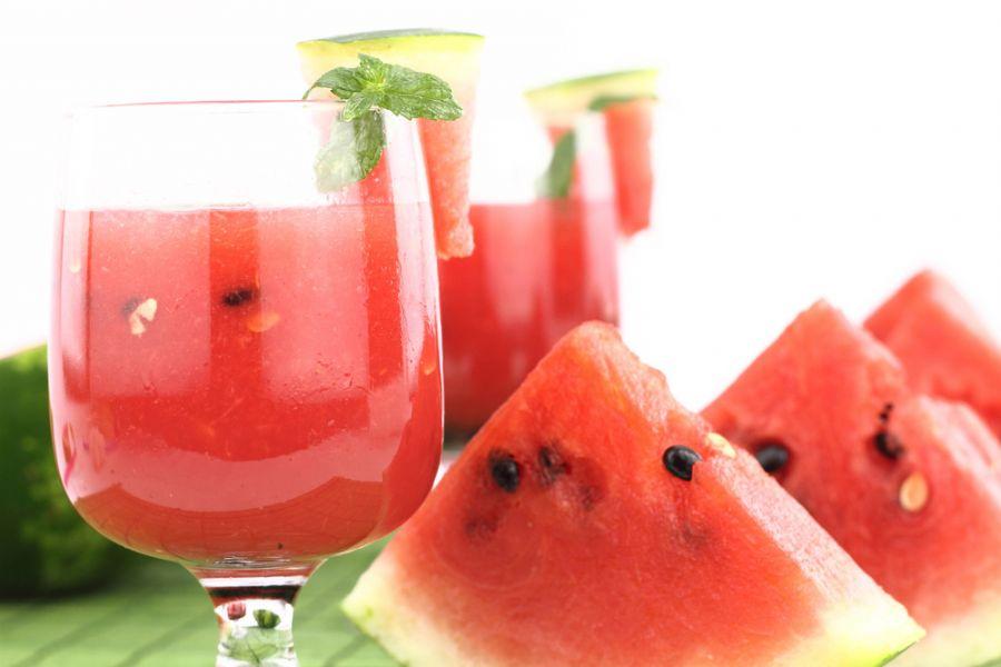 Você deveria comer melancia todos os dias saiba porque