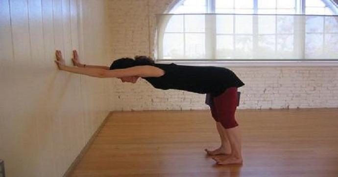 Veja exercícios muito fáceis pra aliviar dores nas costas