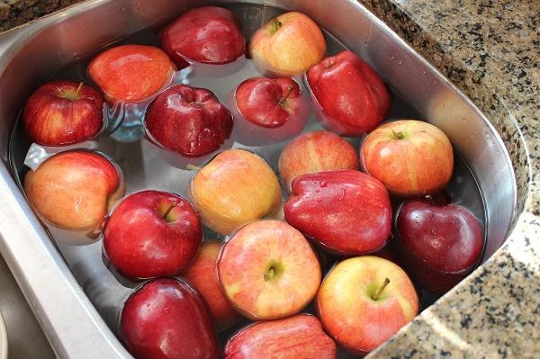 Médico ensina como retirar os agrotóxicos em frutas e verduras