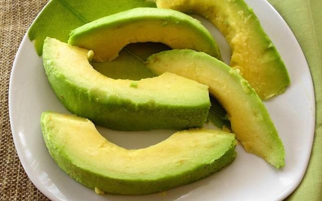 Mais de 10 razões para você consumir abacate todos os dias