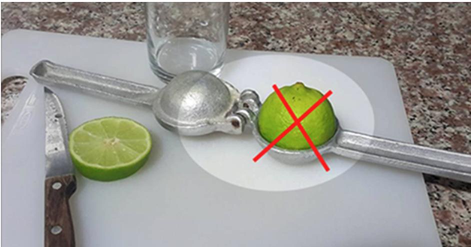 Você está usando o espremedor de limão de forma errada – aprenda a forma certa de usá-lo!