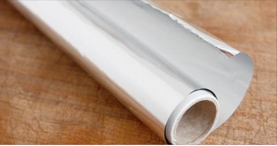 Cientistas advertem: se você usa papel alumínio na cozinha, pare agora e esta é a razão