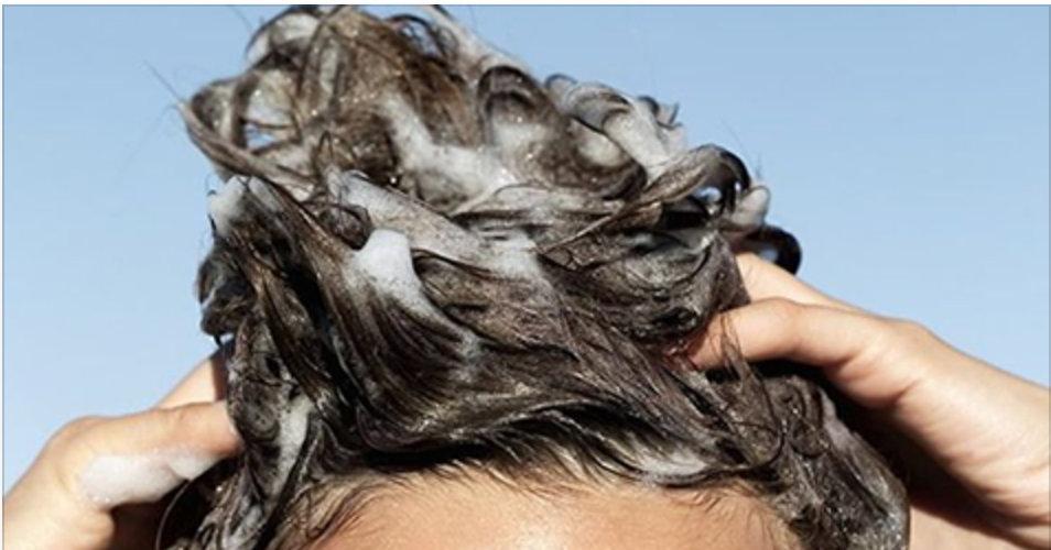 Acabou-se a queda de cabelo para sempre – e só são 2 ingredientes para resolver