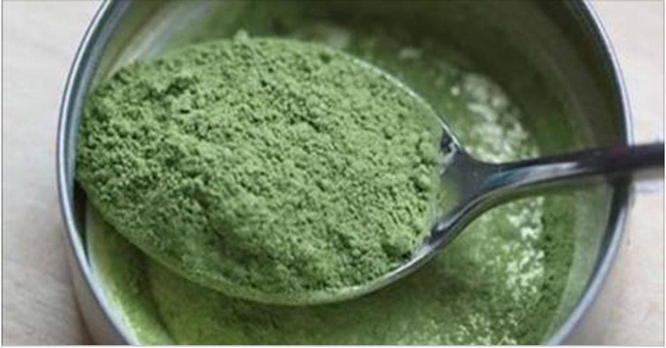 Este pó verde tem mais proteína, ferro e cálcio do que a carne e o leite – e é de origem vegetal!