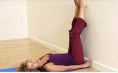 Estes são os benefícios que aparecem no seu corpo quando você coloca suas pernas contra uma parede todos os dias!