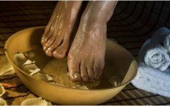 Mergulhe os pés numa bacia com vinagre 1 vez por semana e você terá todos estes benefícios