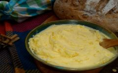 Manteiga Caseira: Faça em casa com apenas 2 ingredientes e em 5 minutos, fica deliciosa