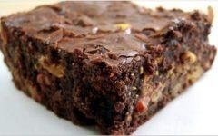 Sem trigo, sem açúcar e sem leite – delicioso brownie de abacate, coco e batata-doce