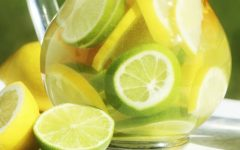 Benefícios da água morna com limão e por que tomá-la