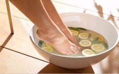 Escalda pés de hortelã e limão contra gripe