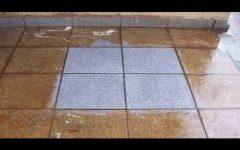 Esse limpa-piso caseiro remove a sujeira, desinfeta e desencarde sem precisar enxaguar