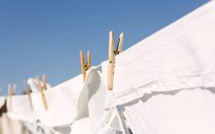 Como deixar roupas mais brancas sem usar cloro ou água sanitária