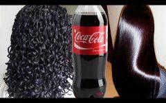 Ela lava os cabelos com coca-cola. Você precisa ver o resultado.