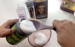 Banho de brilho no cabelo: 3 receitas naturais + 1 com tonalizante