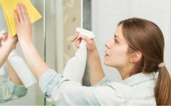 Como limpar espelho sem deixar manchas