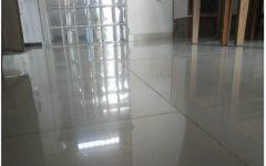 Receita caseira para limpar porcelanato – seu piso vai brilhar como novo