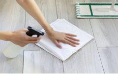 Como remover manchas e deixar o piso brilhando com esta mistura de 3 ingredientes