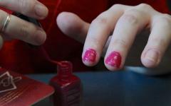 Como passar esmalte sem borrar