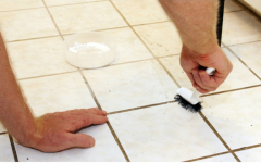 Como limpar rejunte encardido de forma simples e rápida